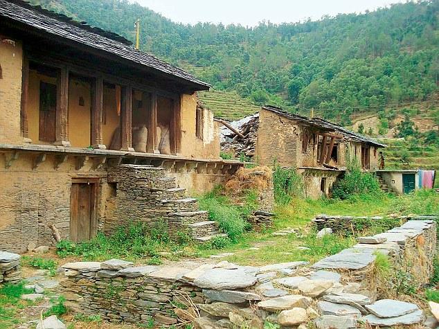 खाली हो चुके गांव का दृश्य