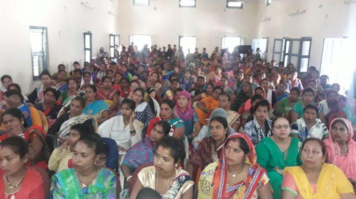 कार्यक्रम में मौजूद महिलाएं