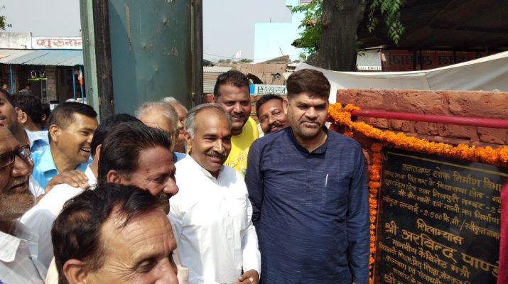 गदरपुर में शिलान्यास के दौरान मंत्री अरविंद पांडेय