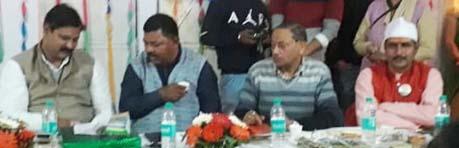 बैठक में मौजूद मेयर और अधिकारी