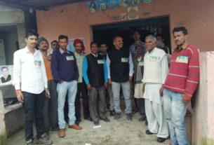 प्रचार के दौरान प्रत्याशी चंद्रमोहन पनेरू समर्थकों के साथ