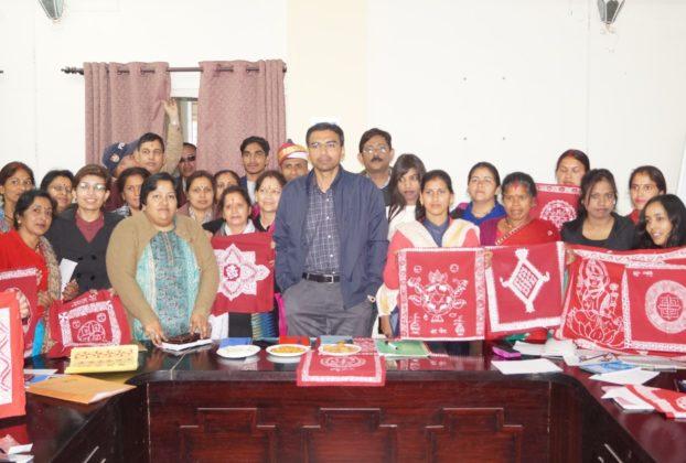 प्रशिक्षणार्थियों के साथ डीएम सविन बंसल