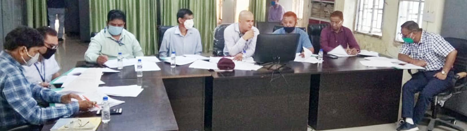 साक्षात्कार के दौरान मौजूद अधिकारी