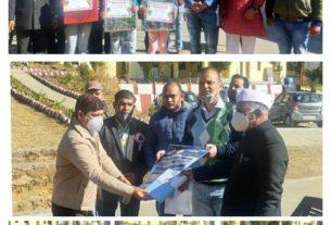 चम्पावत जिले में विजेता कलाकारों के साथ फैडरेशन के पदाधिकारी