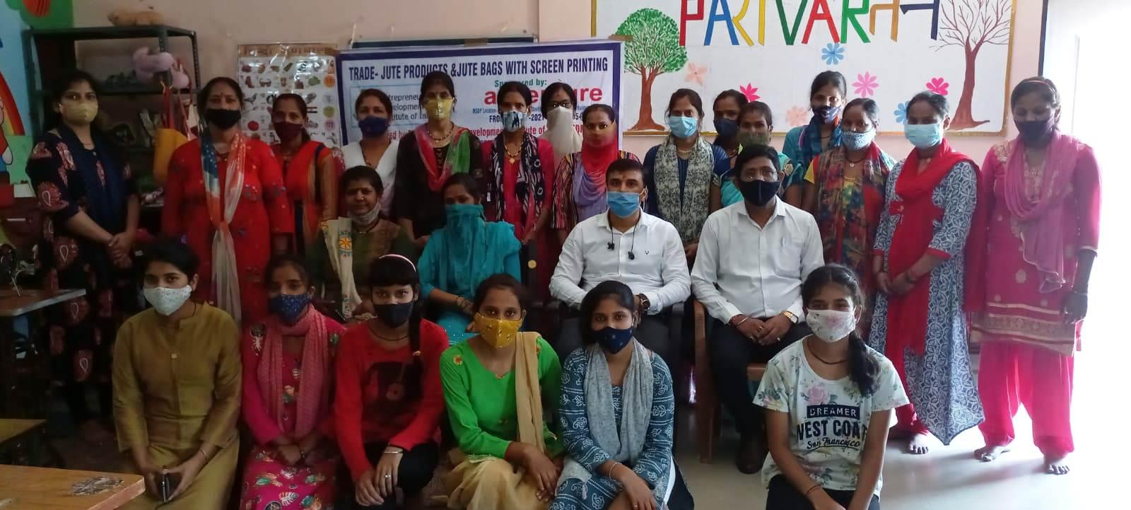 प्रशिक्षणार्थियों के साथ महाप्रबन्धक विपिन कुमार